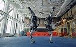 O sistema de controle avançado e o hardware de última geração da máquina de 1,5m e 80kg fornecem a força e o equilíbrio necessários para demonstrar agilidade em nível humano