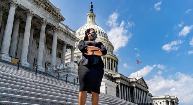 Cori Bush é primeira ativista do Black Lives Matter eleita no Congresso dos EUA