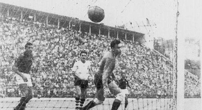 Em 1954, no Pacaembu, Corinthians 6 X 0 Flamengo