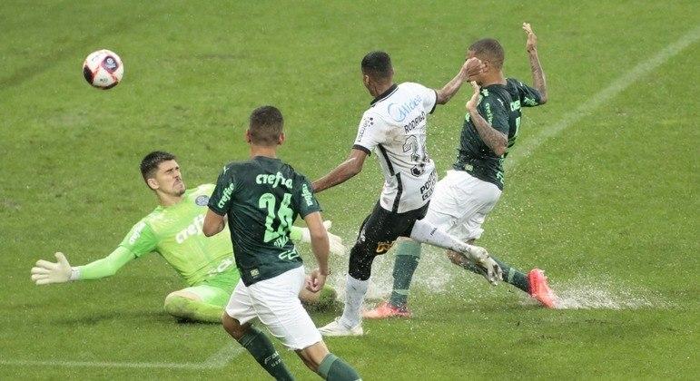 Rodrigo Varanda. 18 anos. Gol de empate contra o Palmeiras. 2 a 2