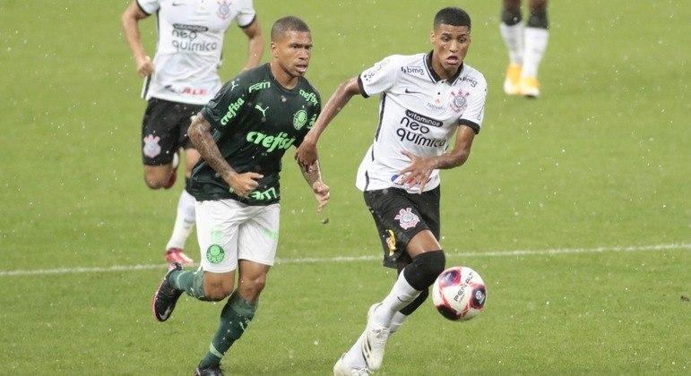 Corinthians e Palmeiras, obrigados a jogar, deram experiência aos seus meninos