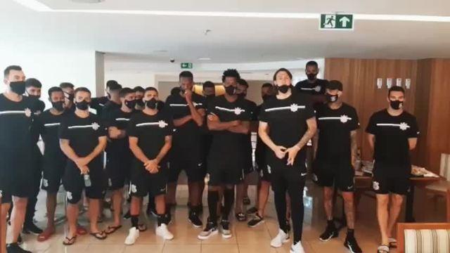 Jogadores do Corinthians negam greve. Mesmo com quase quatro meses sem receber