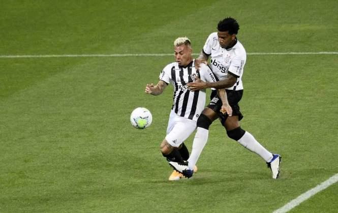 Corinthians 1 x 2 Atlético-MG - Campeonato Brasileiro 2020 - Com um puxão e um toque por baixo, Gil derrubou Vargas na área, mas o juiz Rodrigo Dalonso Ferreira não deu pênalti, e o VAR tampouco recomendou a revisão do lance.