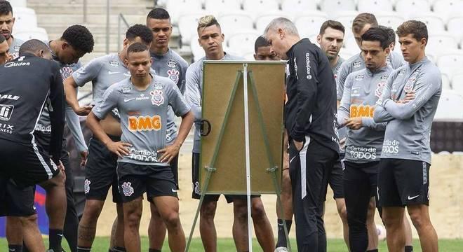 Jogadores sem receber há três meses. Colapso financeiro no Corinthians