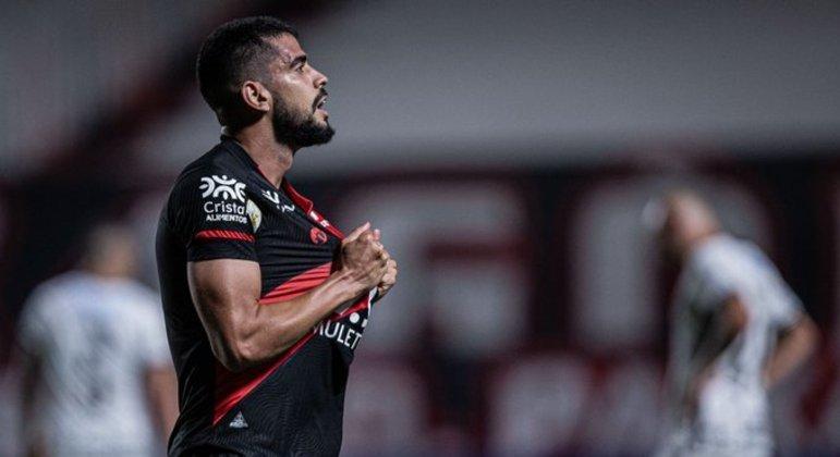 Zé Roberto marcou aos 43 minutos do segundo tempo. Corinthians chamou o Atlético à sua área