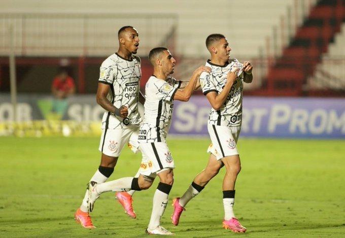 Gabriel Pereira, 20 anos, marcou seu primeiro gol como profissional. Golaço