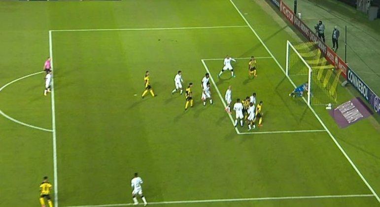 Cássio defendeu a bola além da linha. Primeiro gol do Peñarol