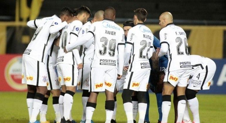 Corinthians tentando se organizar. Sem Mancini perto. O time passou vergonha