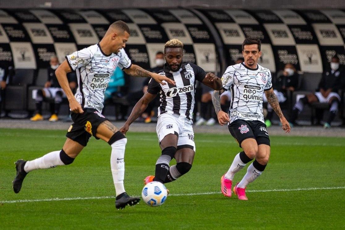 Corinthians fez seus melhores 45 minutos de 2021. Travou o Ceará. Foi bem demais