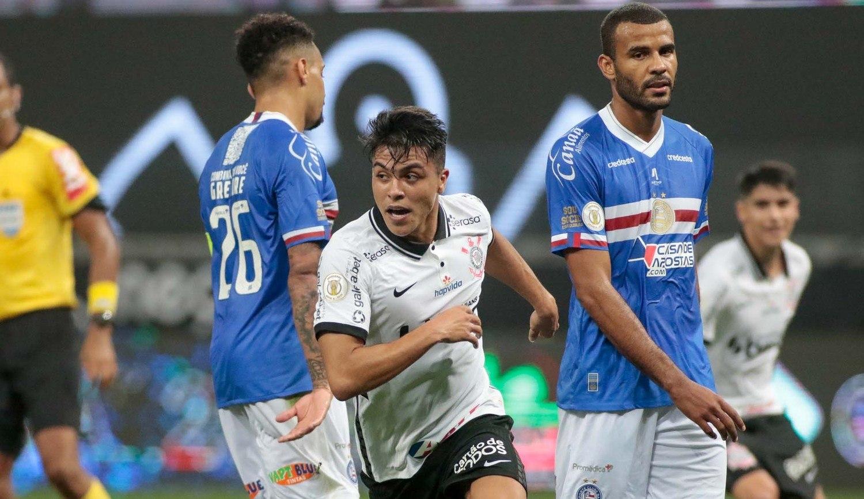 Corinthians venceu o Bahia por 3 a 2. Agora, Coelho ganha apoio, para ficar