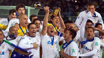 __Exclusivo: taça do Mundial do Corinthians volta a ser penhorada__ (Reprodução)