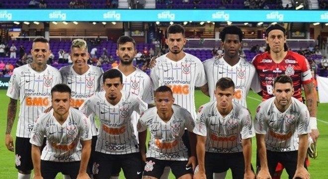 O Corinthians tem oito jogadores com coronavírus.  Jô ainda não fez exames
