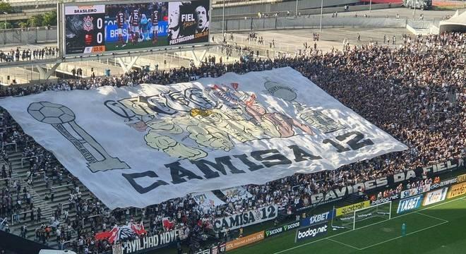 """Detalhe da presença da """"Fiel"""" na Arena do Corinthians"""