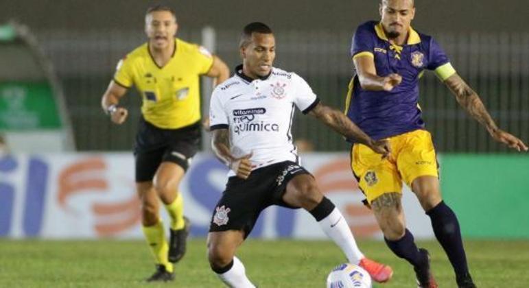 Com a bola rolando, em Saquarema, o Retrô foi muito melhor que o Corinthians. Merecia vencer