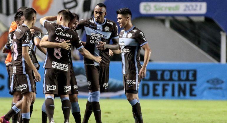 Valor pago pela Neo Química para o peito da camisa não chega às costas do Flamengo