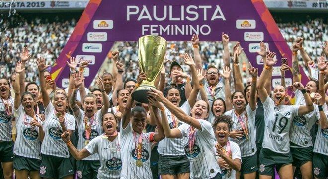 Federação não sabe quando haverá Campeonato Feminino. Daí, o clube fará dispensas