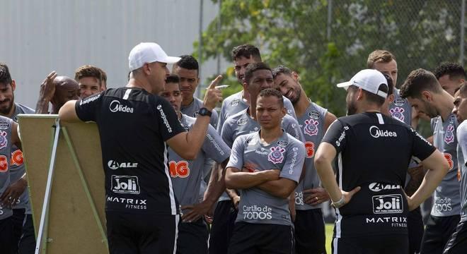 Time de Tiago  Nunes deve ter seus  salários reduzidos