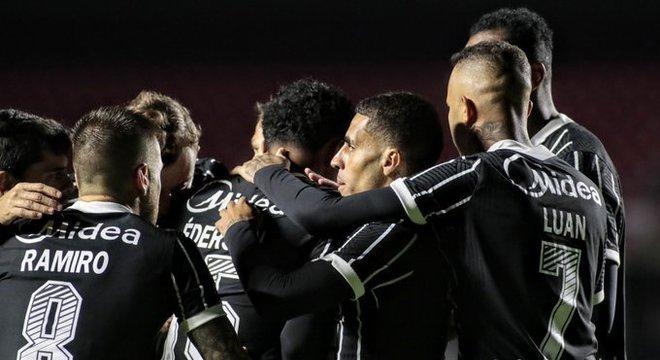 O Corinthians fez uma grande partida. Está crescendo na reta final do Paulista