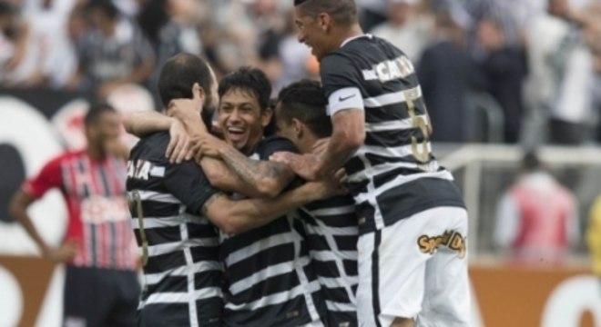 2015 foi o melhor ano do Corinthians em casa, teve a goleada no São Paulo por 6 a 1