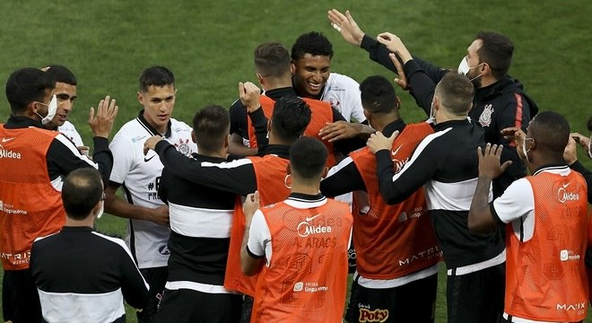 Éderson marcou o terceiro gol em três jogos pelo Corinthians