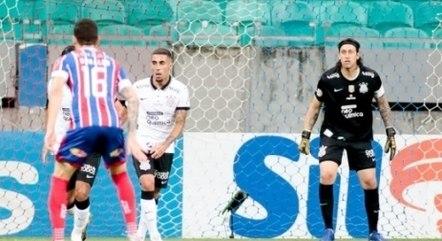 Corinthians tem sofrido com sistema defensivo