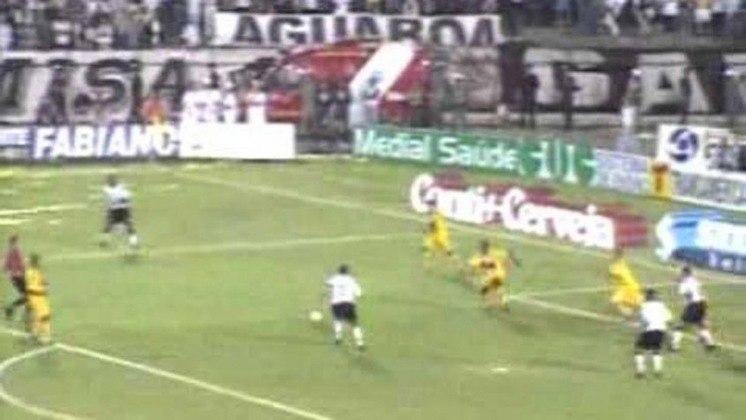 Corinthians e Brasiliense realizaram a final da Copa do Brasil de 2002. No jogo de ida, o Timão venceu por 2 a 1. Já na volta, o empate por 1 a 1 deu o título ao Alvinegro.