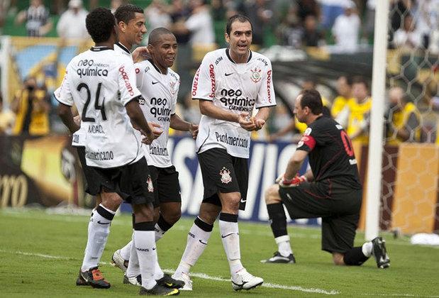 Corinthians - Em 2010, o Corinthians bateu o Athletico-PR (2-1), o Grêmio (1-2) e o Fluminense (1-0). No fim, o TImão terminou em terceiro lugar com 68 pontos na tabela do Brasileirão.