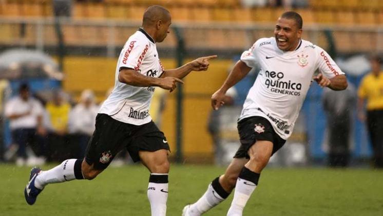 CORINTHIANS - Em 2010,o Timão de Ronaldo Fenômeno começou mal o ano. Ficaram em 5º no Paulistão, caíram na Libertadores para o Flamengo nas oitavas de final e terminaram a temporada na 3ª colocação do brasileiro.