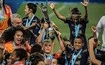 O time do Corinthians vem dominando o futebol feminino nos últimos anos e, no último domingo (26), se consagrou campeão do Campeonato Brasileiro pela terceira vez, vencendo as meninas do Palmeiras, seu maior rival, por 3 a 1 na Neo Química Arena. Por chegarem na final do campeonato, as duas equipes se classificaram para a Libertadores e poderão se encontrar também no campeonato continental!