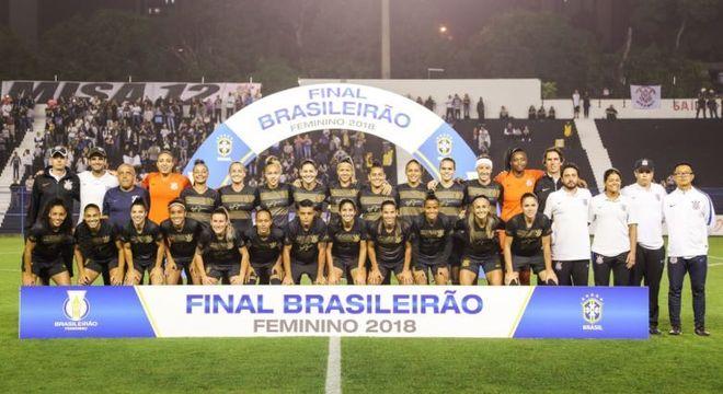 Corinthians contou com bom público na noite desta sexta-feira na Fazendinha 001fa8a5008b8