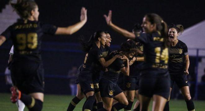 Corinthians goleia e fica com inédito título do Brasileirão feminino ... 46664e6eb03b2