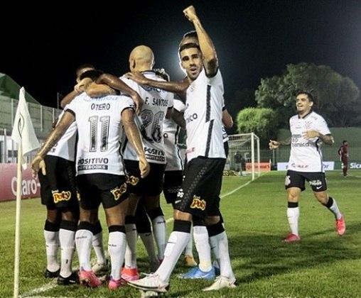 Corinthians - Número de sócios torcedores em abril de 2020: 68.000 mil/ Número de sócios torcedores em abril de 2021: 20.000/Saldo: -48.000 mil