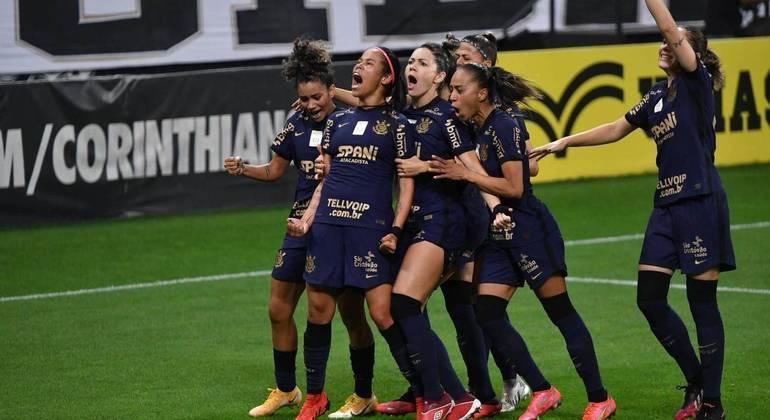 Corinthians atropelou o Palmeiras em Itaquera e conquistou tri do Brasileirão feminino