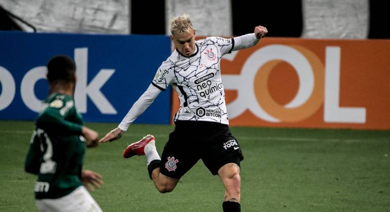 Róger Guedes desequilibra, e Corinthians bate Palmeiras no Derby