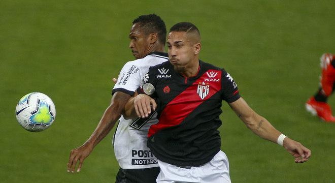 Corinthians e Atlético-GO fizeram partida de pouca qualidade técnica em Itaquera