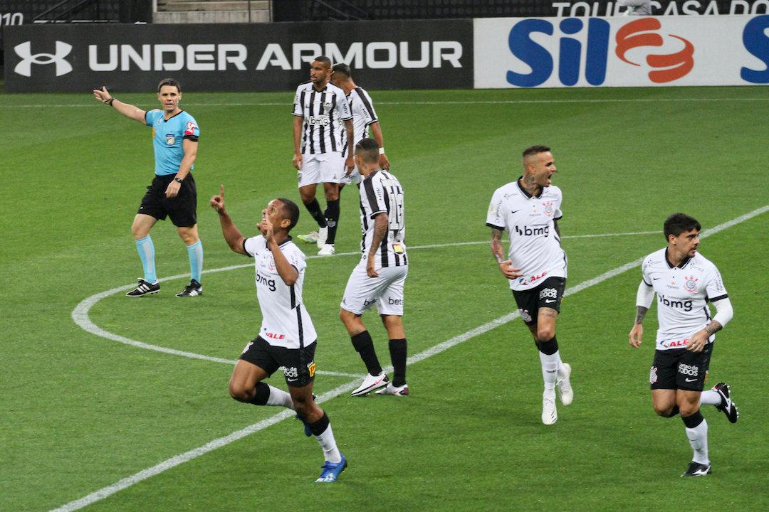 Davó marcou primeiro para o Corinthians. Susto imenso para o Atlético Mineiro
