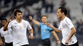 __Corinthians vence o Botafogo e se aproxima do G6 do Brasileirão__ (Reprodução)