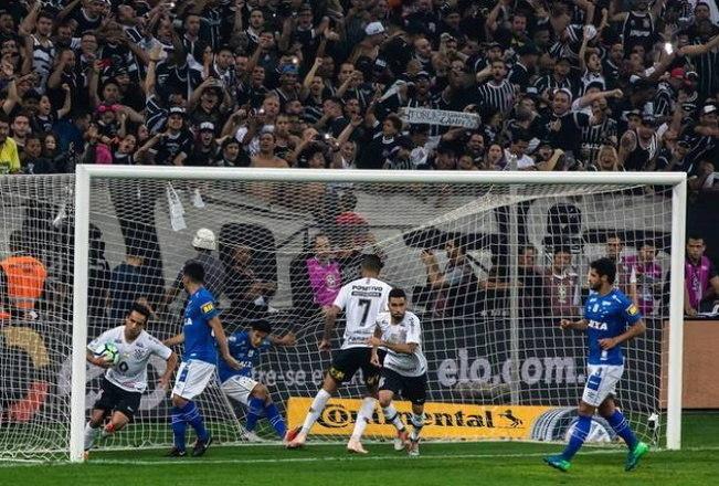 Corinthians 1 x 2 Cruzeiro (2018) - Na mesma temporada, o Corinthians conseguiu se reerguer e alcançou a final da Copa do Brasil. Porém, em um jogo bastante polêmico, acabou derrotado para o Cruzeiro, que venceu por 2 a 1 e se sagrou bicampeão consecutivamente do torneio de mata-matas