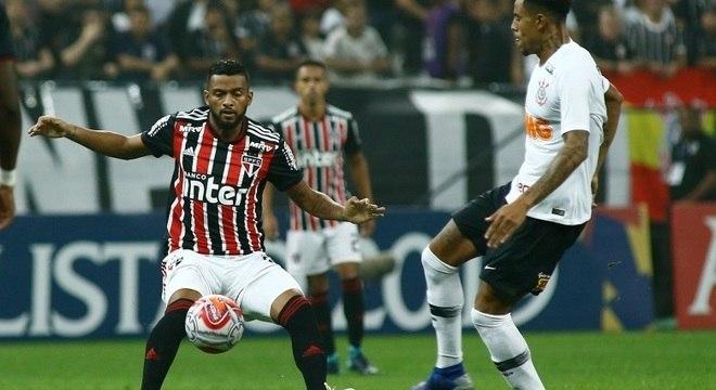 Atacante Gustavo chegou ao sétimo gol pelo Corinthians na temporada
