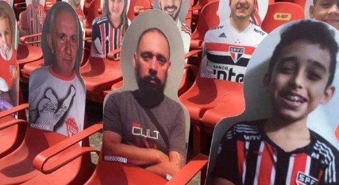 Corintiano comprou totens para homenagear parentes são-paulinos já falecidos
