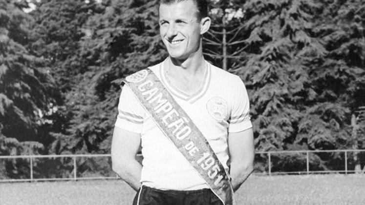 Coritiba: Felix Magno – Foram 201 jogos à frente do Coxa de 1949 a 1966. Ele está na frente de nomes históricos do Coritiba, Dirceu Kruger, Marcelo Oliveira, Tim e Carpegiani.