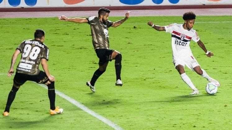 Coritiba – SOBE: Conseguiu neutralizar o ataque do São Paulo na primeira etapa. O goleiro Wilson fez boas defesas e impediu que o adversário ampliasse o placar. Aproveitou um momento de baixa e empatou a partida. Soube se fechar após o empate para segurar o resultado fora de casa/DESCE: A equipe voltou muito mal para o segundo tempo, deixou o São Paulo ter total domínio do jogo e só foi empatar no final do confronto, correndo o risco de sair com a derrota.