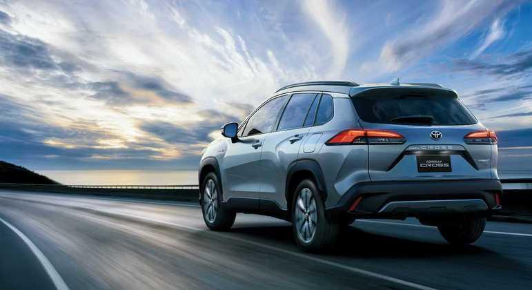 Sob o capô, a marca Toyota terá dois tipos de motores: 2.0 aspirado de 177cv e 1.8 híbrido de 122cv.