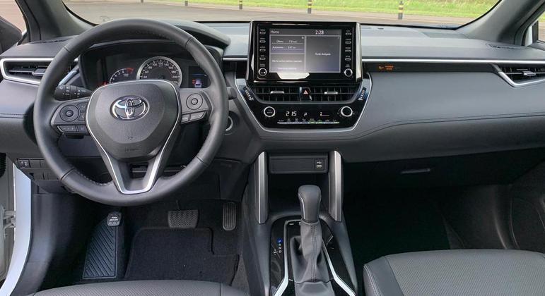 """SUV possui computador de bordo com tela TFT de 4,2"""" de alta resolução"""