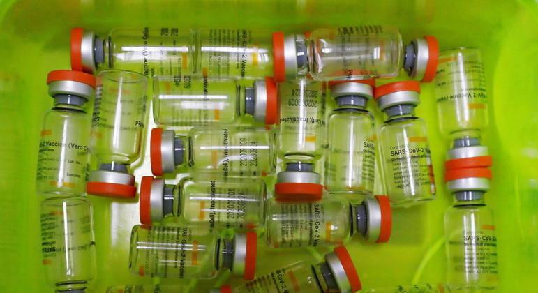 Países que imunizaram com CoronaVac registraram ondas de contaminação, mas menos mortes