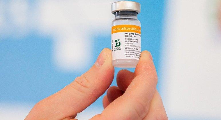 Coronavac será o segundo imunizante aplicado em menores de 18 anos no Chile