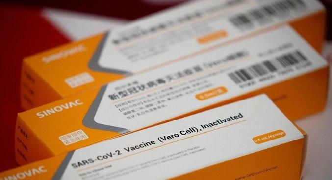 Chile recebe primeiro carregamento de vacinas da CoronaVac