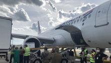 Avião trazendo mais de 87 mil doses da Coronavac pousa em BH
