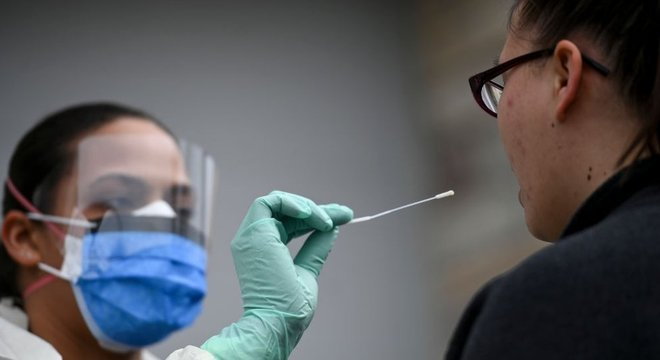 Testar a população é o primeiro passo para conter a pandemia