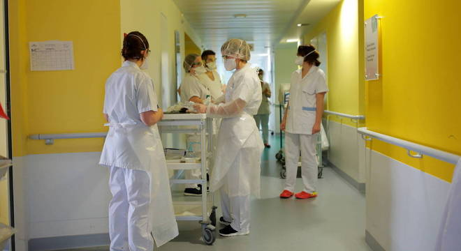 Casos de covid-19 passam de 300 mil e vírus já circula em praticamente todos os países